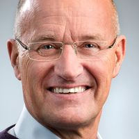 Reinhold Lennebo, fastighetsägarna