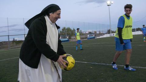 Twitterprofil, matlagnings-vloggare, fotbollstränare, styrelseledamot i Barca och katolsk nunna. Sor Lucia Caram har många strängar på sin lyra.