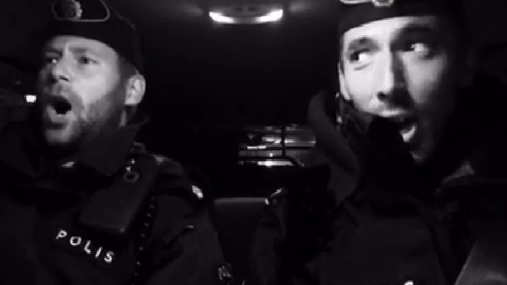 Sjungande poliser.