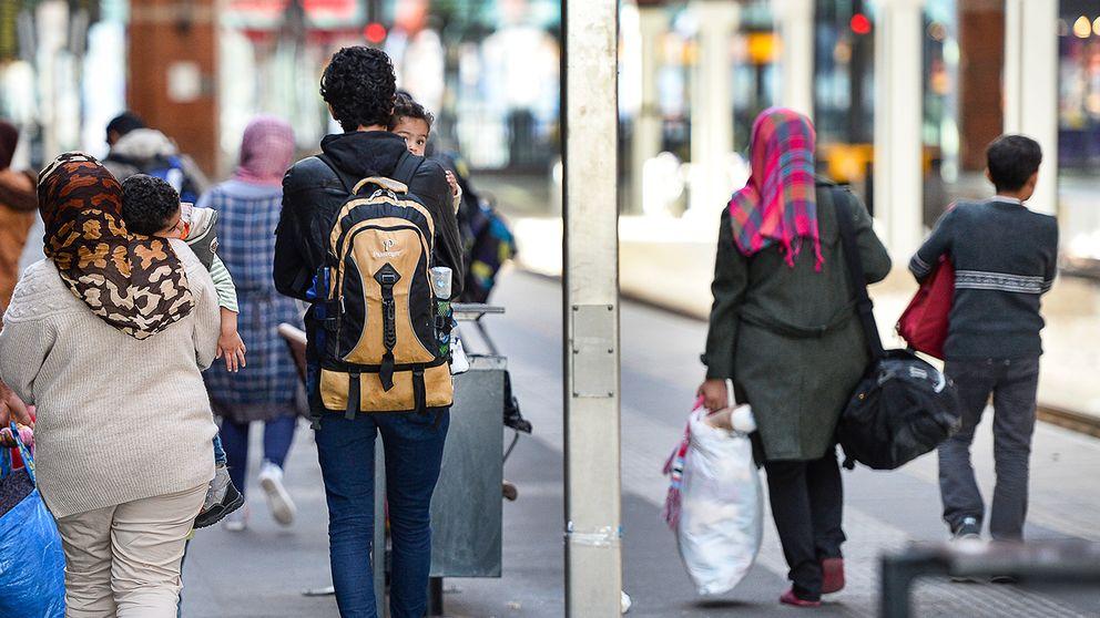 Nyanlända flyktingar på Malmö Central.