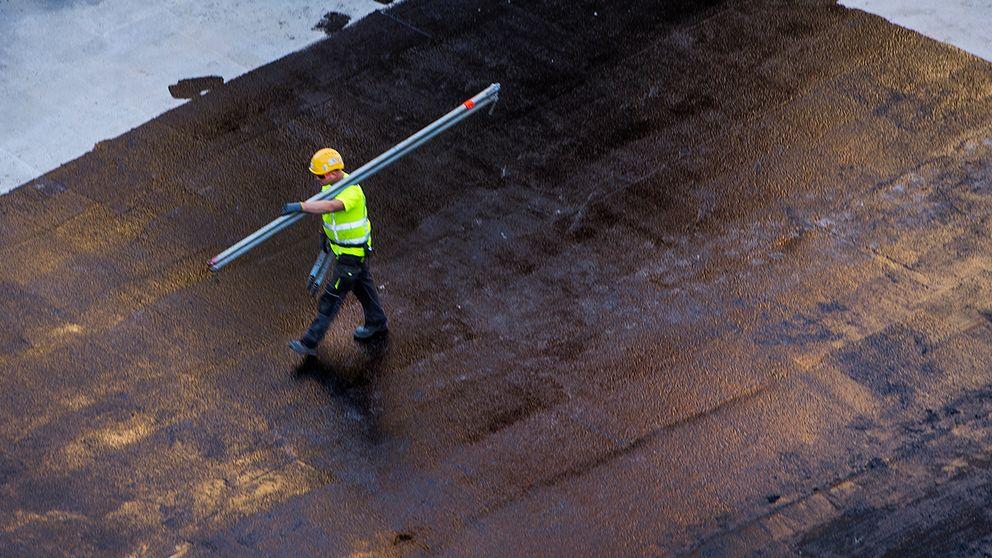 Arbetsgivarna menar att fackets krav kan kosta 30.000 personer jobbet.