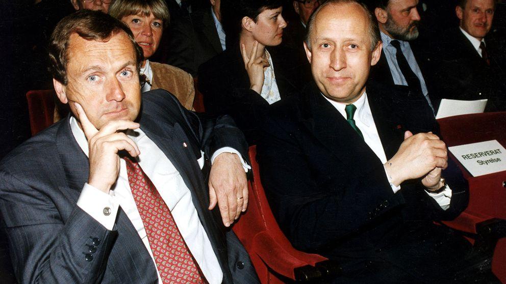 Arkivbild från 1991 då Anders Anders G Carlberg var vd i Nobel. Carlberg sitter till vänster om företagets dåvarande styrelseordförande Erik Penser.