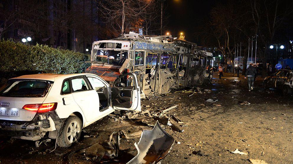 En bilbomb exploderade i centrala Ankara och dödade över 30 personer och skadade ytterligare 125.