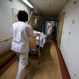 Att behandlas av en obehörig läkare kan innebära risk för patientens säkerhet. En risk som sällan utreds.
