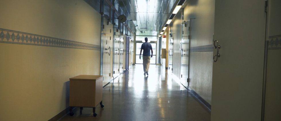 Läkare i korridor