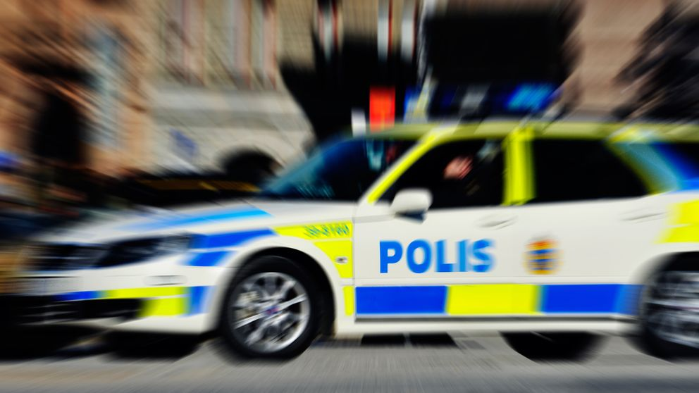 Polisbil i fart