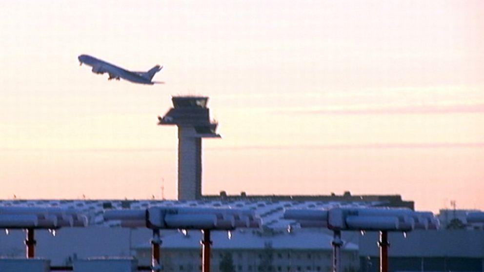 Ett plan lyfter från Karlstad airport.