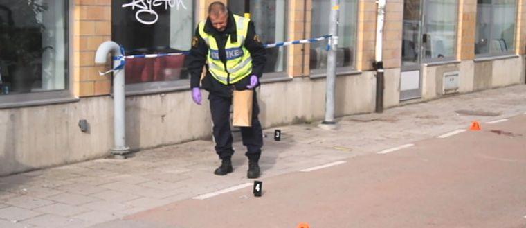 Teknisk undersökning vid platsen för mordförsöket i Gävle.