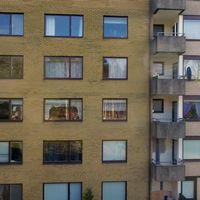 Fasad med fönster