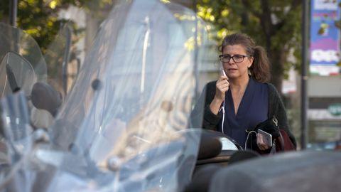 Kristina Hedberg försöker få träffa UEFA-presidenten, och hennes tidigare hjälte, Michel Platini som sedan mutanklagelserna blivit avstängd från fotbollen och är numera en persona-non-grata.