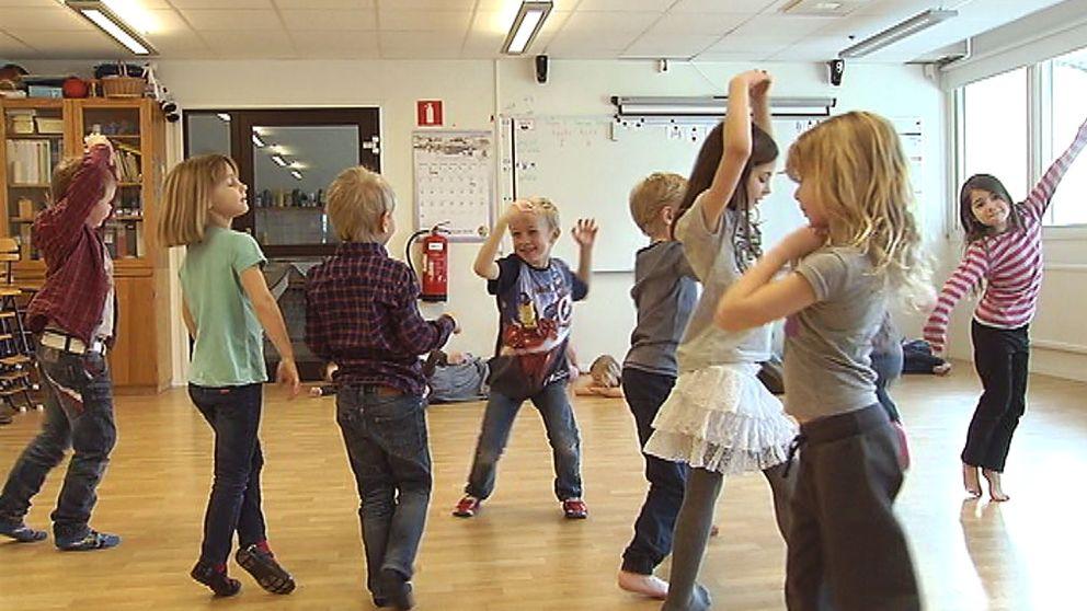 I förskoleklassen i Borrby har barnen dans på schemat