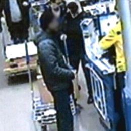 Den misstänkta mannen och flaskor med aceton.