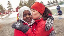 Emma från organisationen Hej Främling och Samira som bor på Grytans flyktingmottagning.