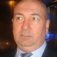 KURDO BAKSI Svensk-kurdisk samhällsdebattör och Turkiet-kännare