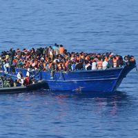 Flyktingbåt utanför Libyens kust. Arkivbild.