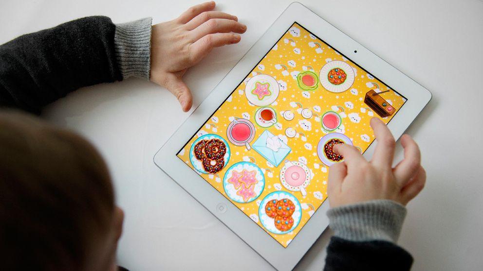barn; teknik; iPad; surfplatta; läsplatta; dator; pekdator; datorspel; dataspel; Scanpixgenre