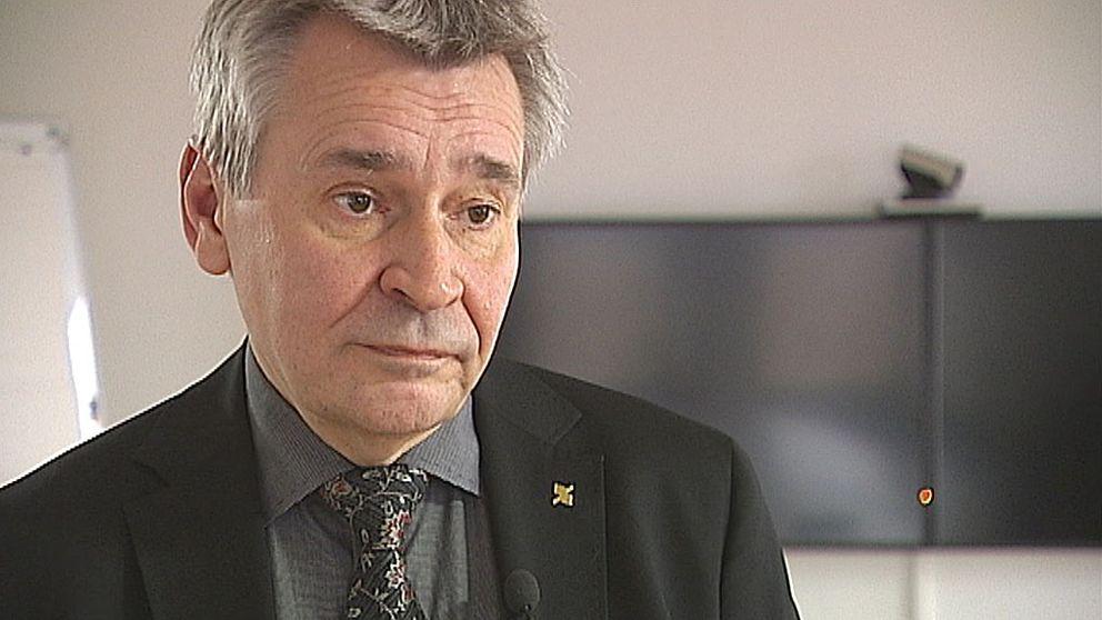 Kenth Larsson vid Region Gävleborg kliver av sitt uppdrag som chef för lednings- och verksamhetsstöd (LOV) på Region Gävleborg.