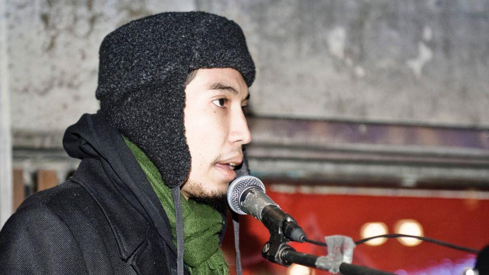 Yasri Khan vid en manifestation på Sergels torg i Stockholm 2010.