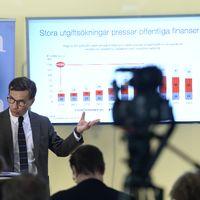 STOCKHOLM 20160414 Moderaternas ekonomisk-politiske talesperson Ulf Kristersson håller pressträff om delar av sin skuggbudget i Moderaternas partikansli i Stockholm. Foto: Pontus Lundahl / TT kod 10050