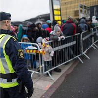 Rätten till anhöriginvandring begränsas och tillfälliga uppehållstillstånd införs.