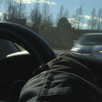 En 43-årig man kör rattfull och sätter skräck i en by i Kramfors kommun.