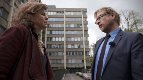 Att ge mutor till privatpersoner var lagligt i Schweiz fram till i år berättar kommunikationschefen André Marty hos den schweiziska riksåklagaren utanför kontoret i Bern.