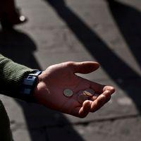 Bild på en en tiggaers hand.
