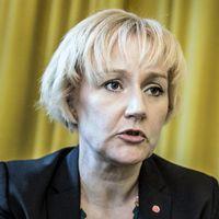 Ministern för högre utbildning, Helene Hellmark Knutsson (S), ska se över förslag på åtgärder för att förhindra fusk.
