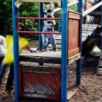 Många lekplatser i utsatta områden har stora brister. Arkivbild.