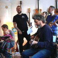 Jamsesssion hemma hos bröderna Lindgren, där det nya albumet tar form.