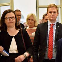 Skolkommissionen ska presentera sitt delbetänkande på en pressträff tillsammans med tre statsråd.