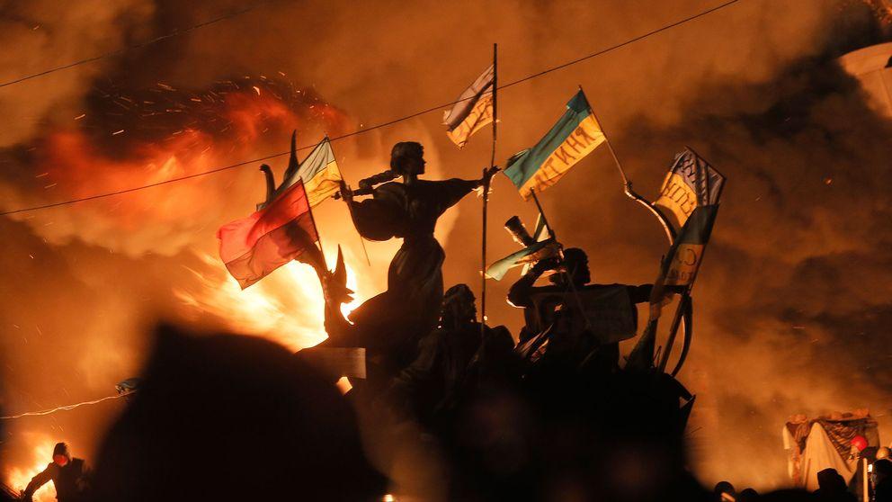 Bränder i centrala Kiev under upproret i Ukraina 2014.