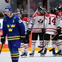 Sveriges Mikael Backlund och Johan Fransson deppar när Kanadas spelare jublar efter 3–0-målet.