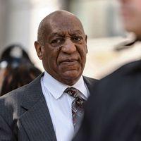 Bill Cosby på väg till rättsalen