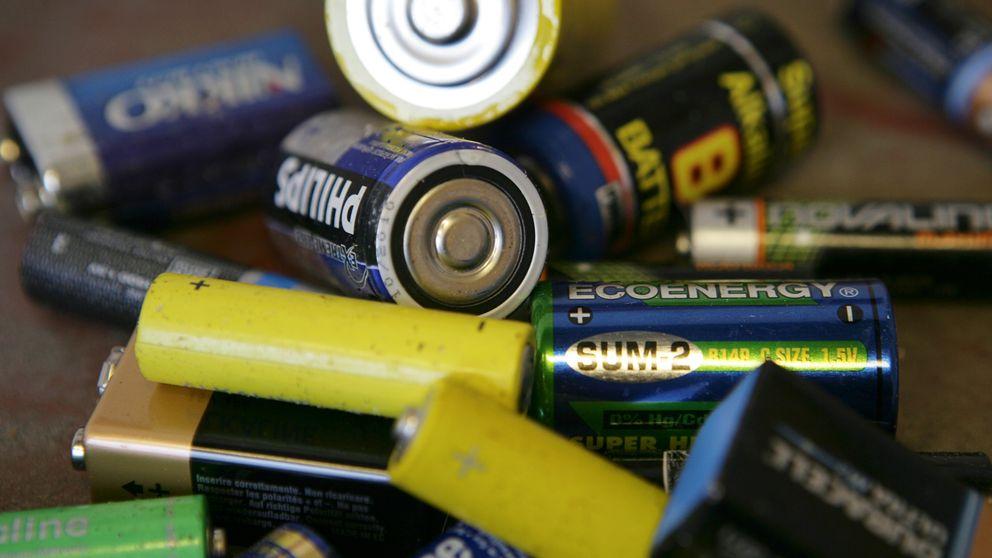 Några uttjänta batterier.