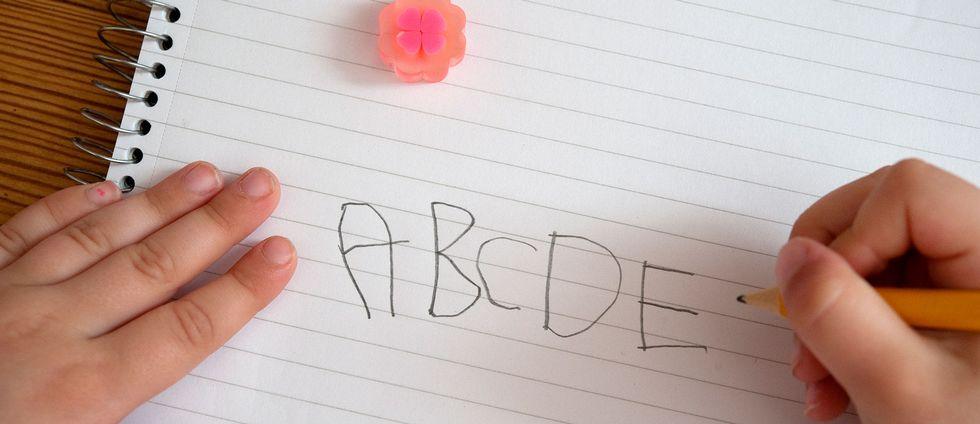 Papper med alfabetet.