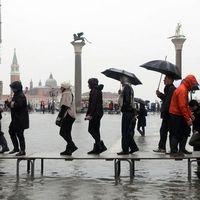 Markusplatsen i Venedig under vatten.