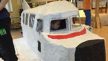 Komplett flygplan i kartong