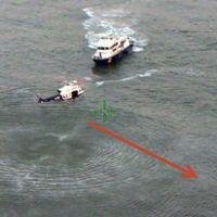 Polisen söker efter överlevande i Hudsonfloden, i det område där flygplanet kraschade under fredagskvällen.