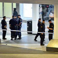 Polisen spärrade av en stor del av Sergels torg efter att en man skjutits av polisen under lördagskvällen.