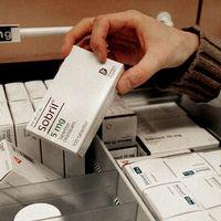 Mediciner på i askar. Arkivbild.