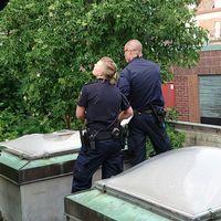 Pojke föll genom glastak Malmö