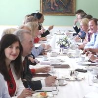Den nya regeringen samlades för ett fototillfälle.