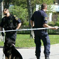 Flera polispatruller söker efter gärningsmannen.