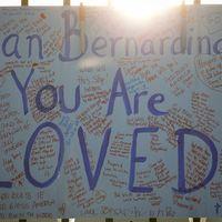 En skylt tillägnad offren i San Bernardino-dådet. Arkivbild.