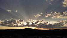 Från tornet på Kiruna flygplats 31 maj kl 2200. Solen var i norr, skymd av moln.