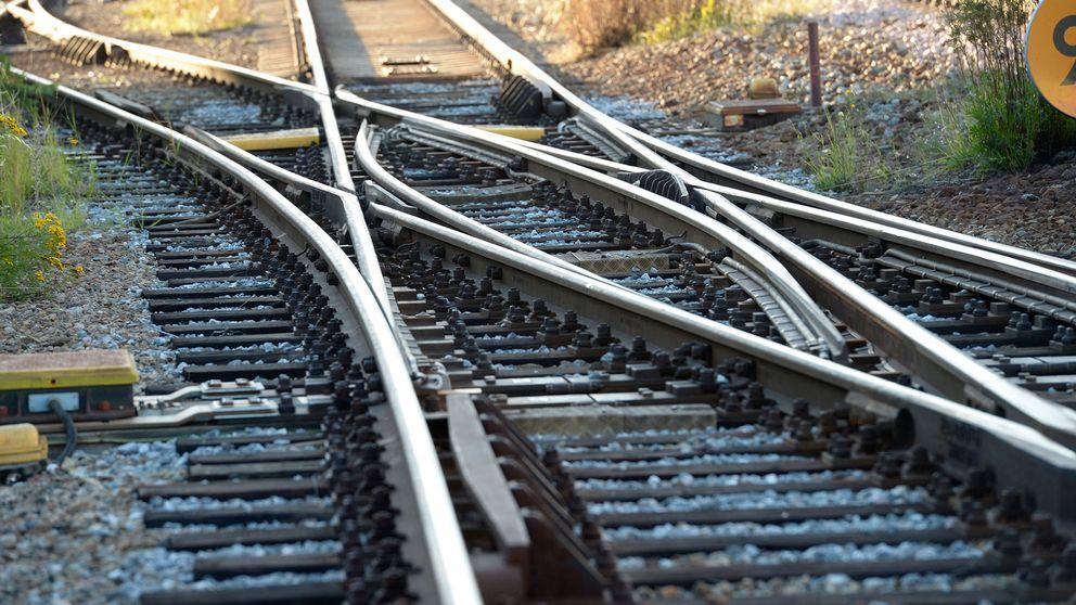 En växel vid korsande järnvägsspår.