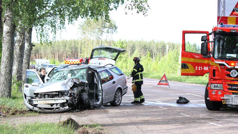 Kvinna skadad i batolycka pa land