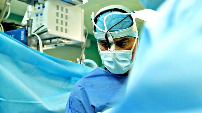 Opererades av skandalkirurg – stämmer region
