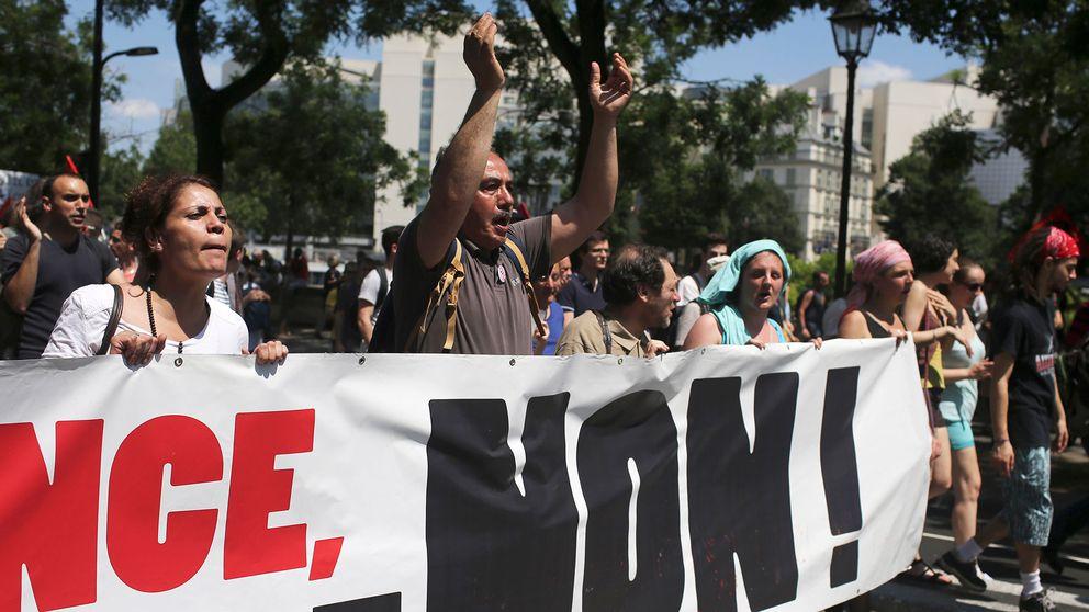 100 gripna efter protester